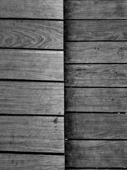 Foto stok gratis hitam & putih, kayu, lantai kayu, pola