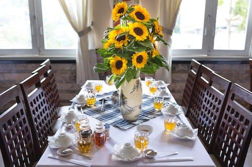 Imagine de stoc gratuită din aranjarea mesei, față de masă, floarea-soarelui, în interior