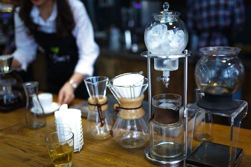 Gratis arkivbilde med bar, bord, container, drikke