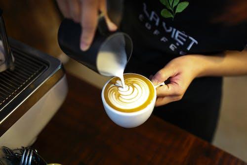 Gratis stockfoto met barista, cafeïne, cappuccino, drank