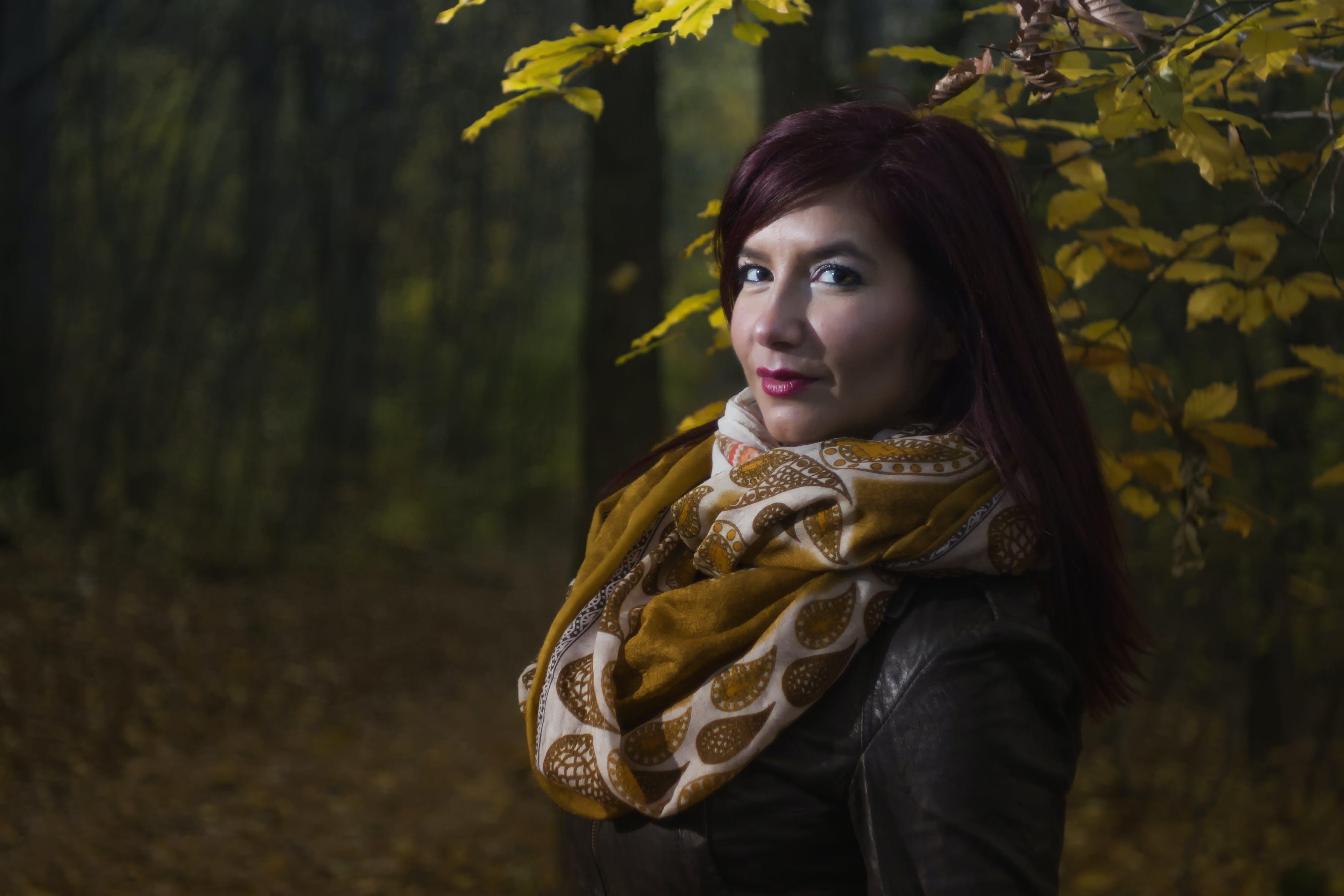 Kostenloses Stock Foto zu bäume, erwachsener, farben, fashion