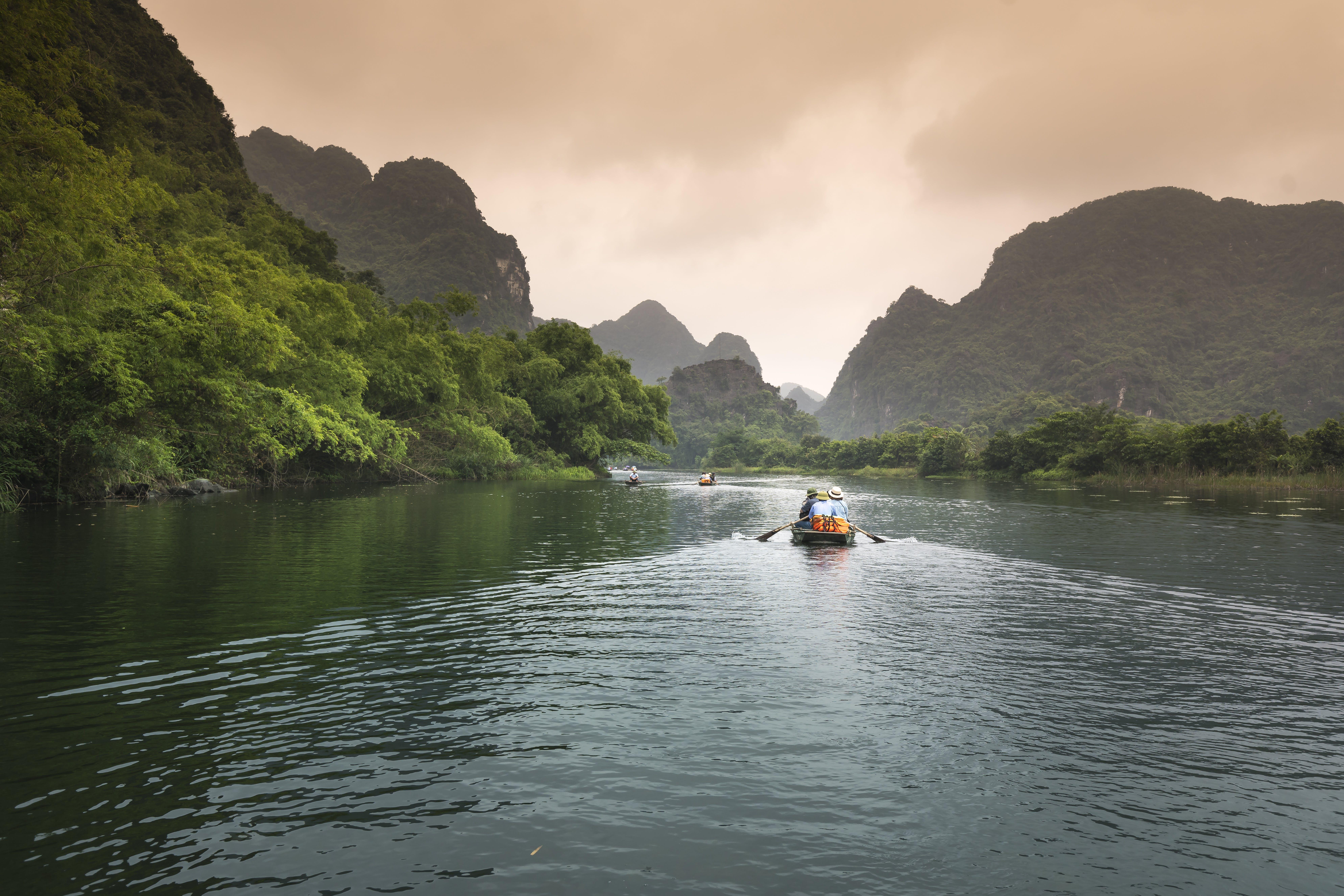 Gratis lagerfoto af båd, bådfører, bjerg, dagslys