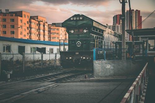 Δωρεάν στοκ φωτογραφιών με αστικός, δημόσιες συγκοινωνίες, προπονούμαι, ΣΙΔΗΡΟΔΡΟΜΙΚΗ ΓΡΑΜΜΗ