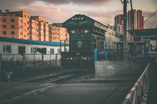 Foto stok gratis jalan kereta api, kendaraan umum, melatih, perjalanan