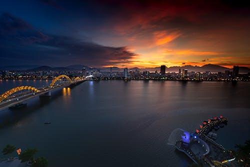 Gratis lagerfoto af aften, arkitektur, bro, by
