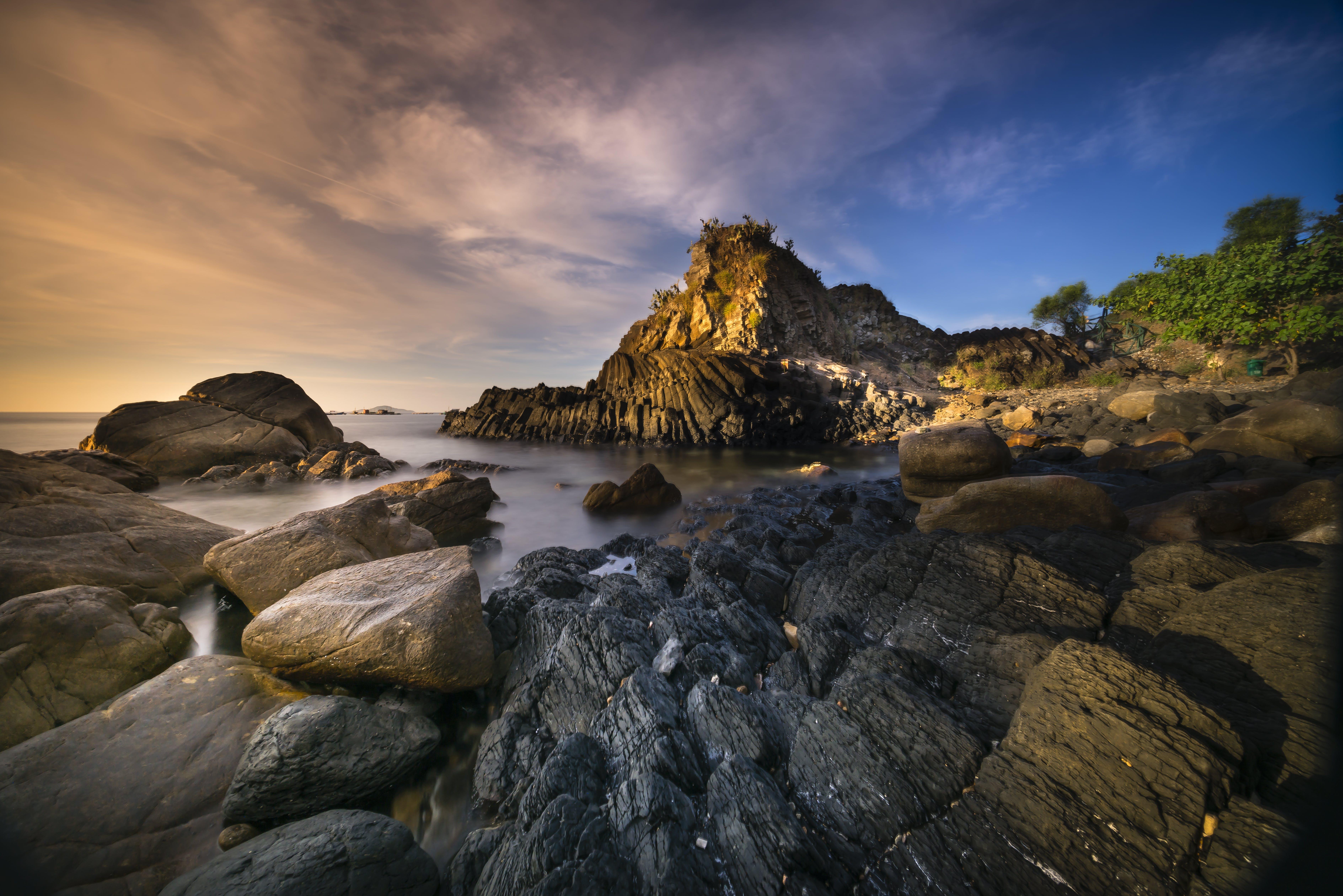 Безкоштовне стокове фото на тему «берег моря, Захід сонця, камені, мальовничий»