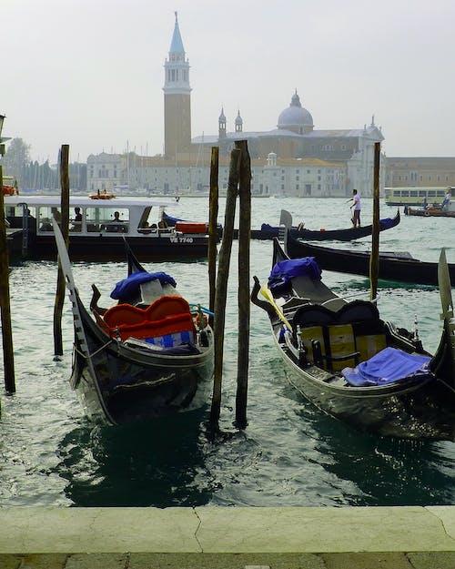 Základová fotografie zdarma na téma Benátky, červená, čluny, gondoliér
