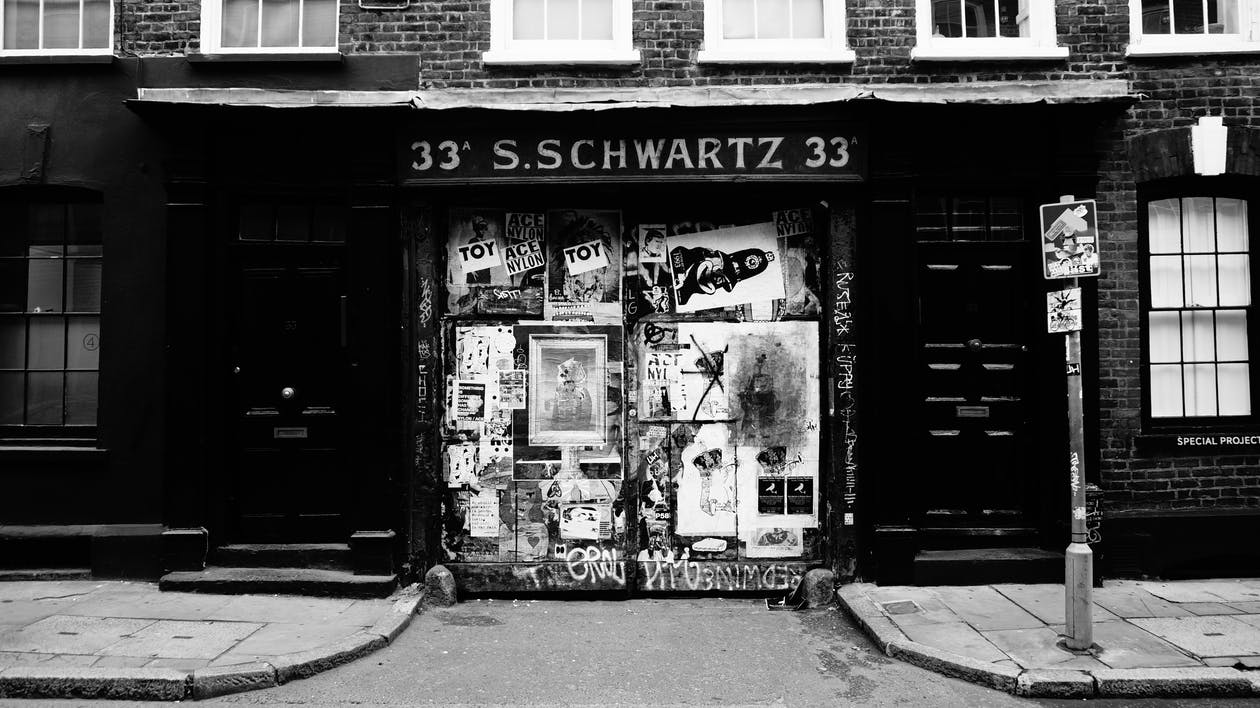 33 S.schwartz 33 in Grayscale Photography