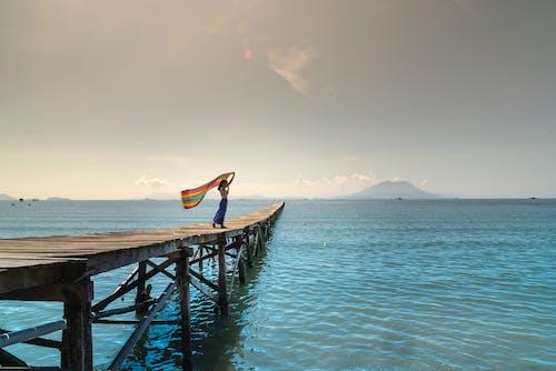 人, 女人, 海, 海洋 的 免费素材照片