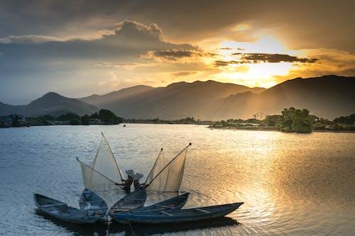 Fotobanka sbezplatnými fotkami na tému člny, jazero, krajina pri mori, more