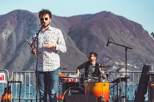 Gratis stockfoto met artiest, band, concert, energie