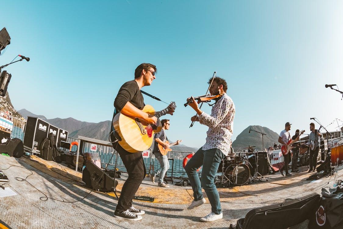 事件, 儀器, 吉他