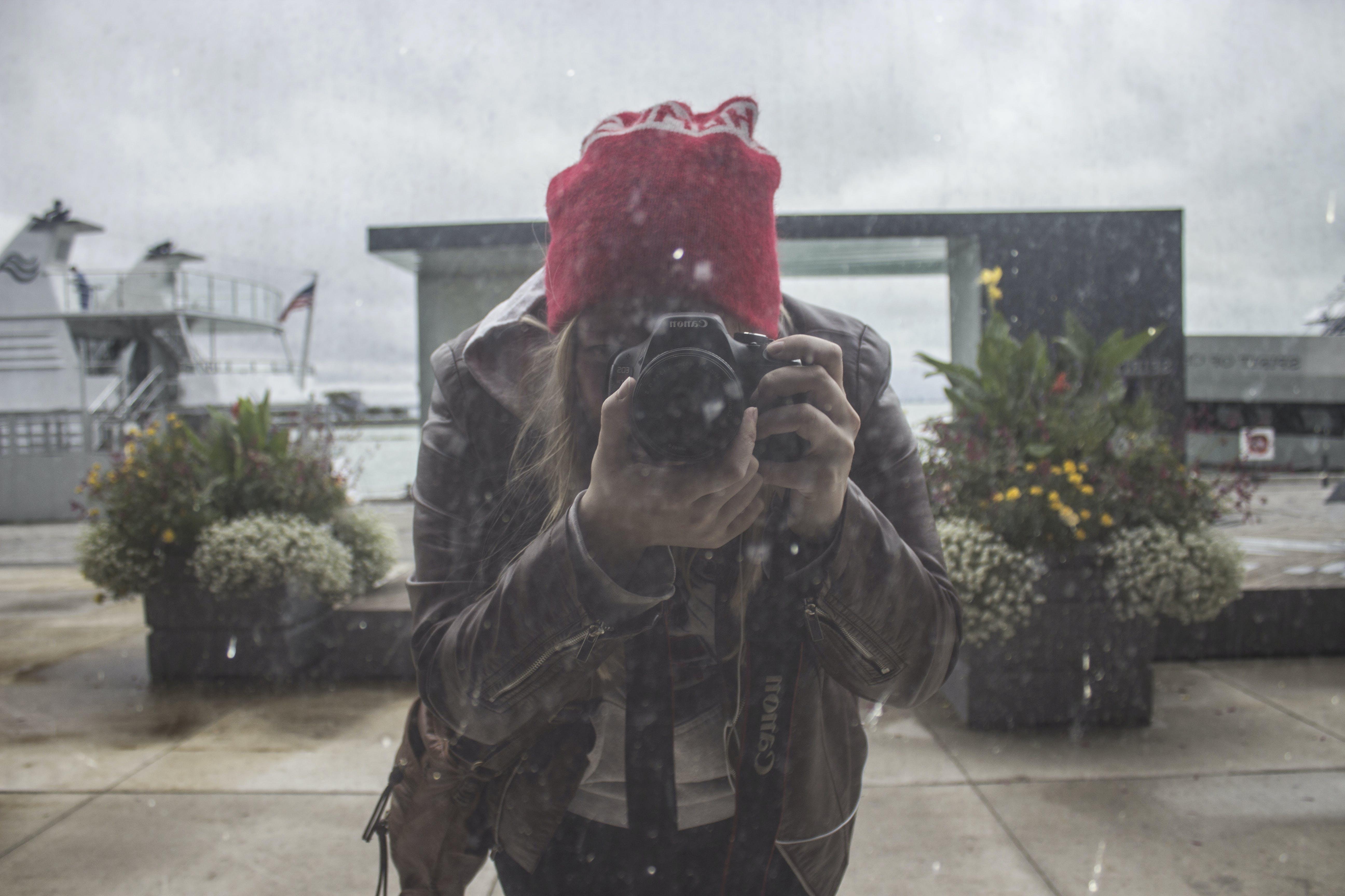 Kostenloses Stock Foto zu erwachsener, fotograf, fotografie, hut