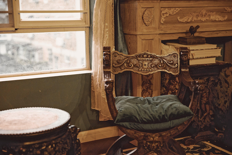 về bàn, cái ghế, căn nhà, cửa sổ
