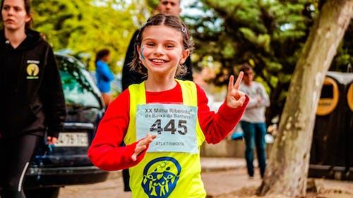 Darmowe zdjęcie z galerii z akcja, dziecko, maraton, ruch