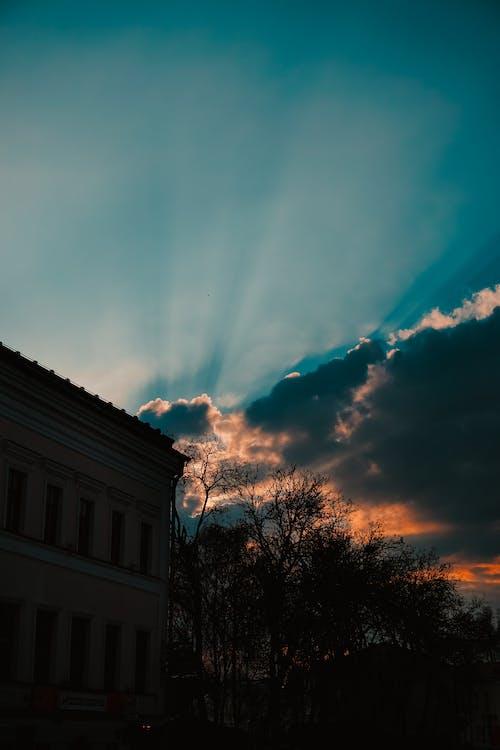 Gratis arkivbilde med bygning, daggry, gylden time, himmel