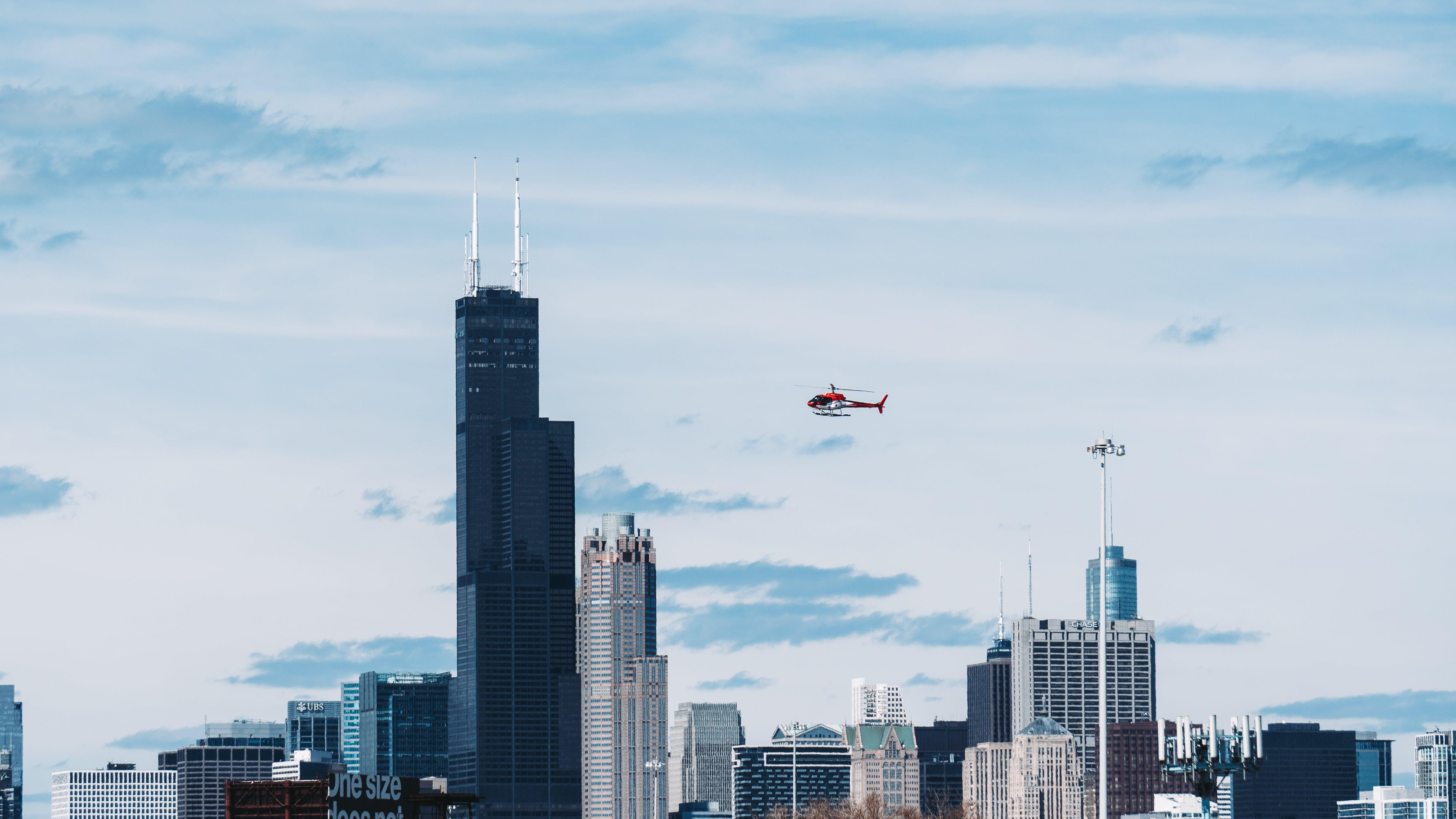 Kostenloses Stock Foto zu architektur, flug, gebäude, hubschrauber