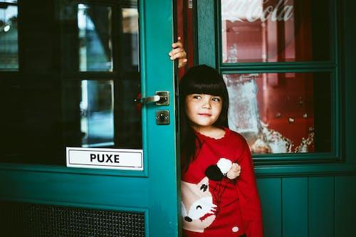 Gratis stockfoto met aanbiddelijk, aantrekkelijk mooi, deur, deuropening