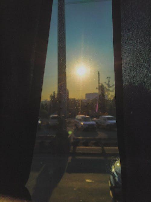 Fotobanka sbezplatnými fotkami na tému cieľ cesty, okno auta, ranné slnko, sklenené okno