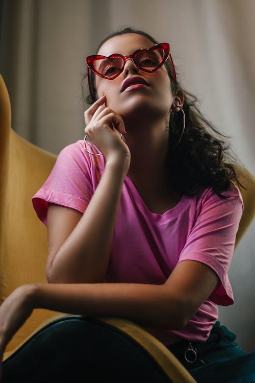Imagine de stoc gratuită din adorabil, așezat, aspect, brunetă