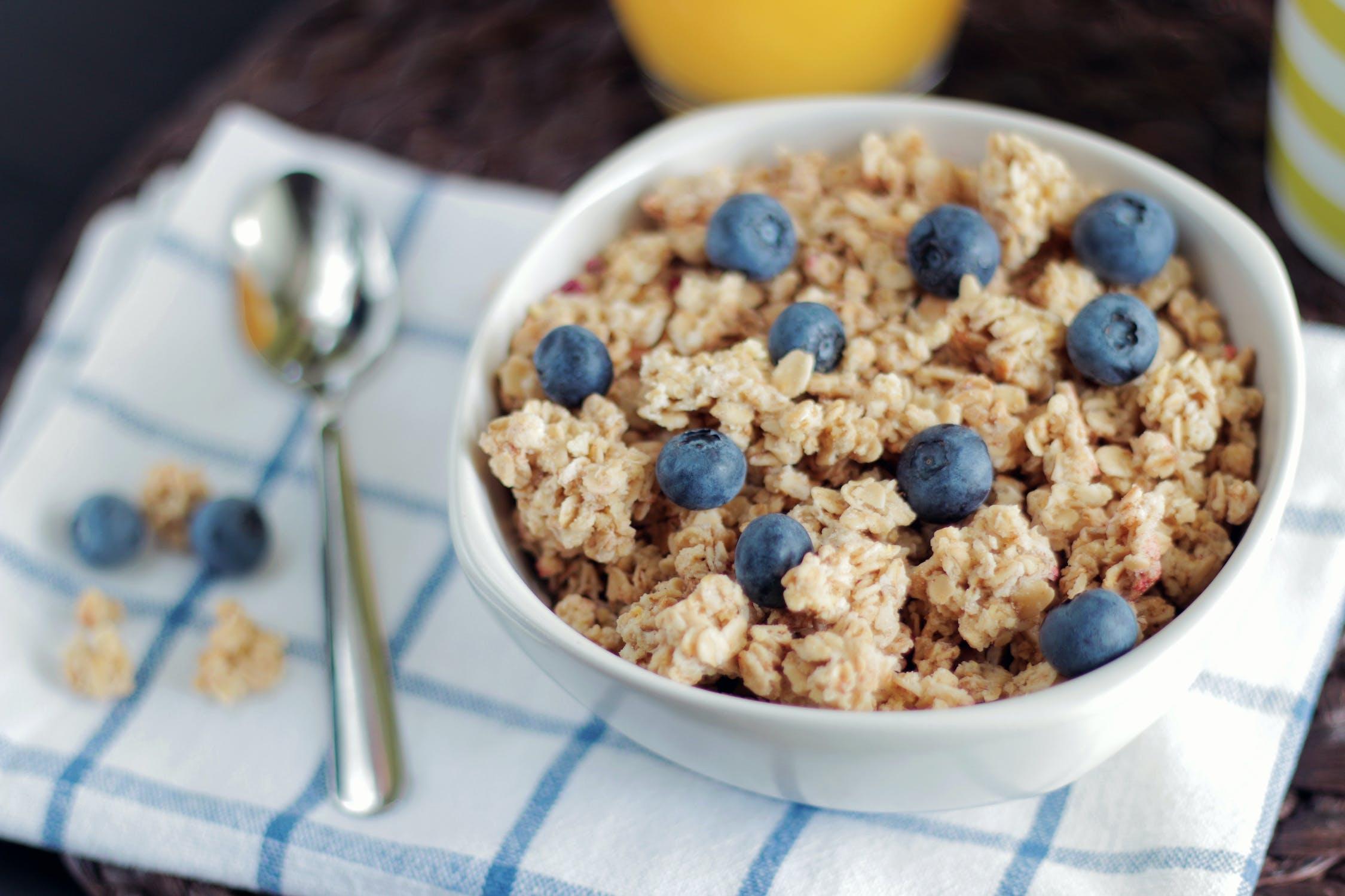 Rutina matutina: Cereal con arándanos
