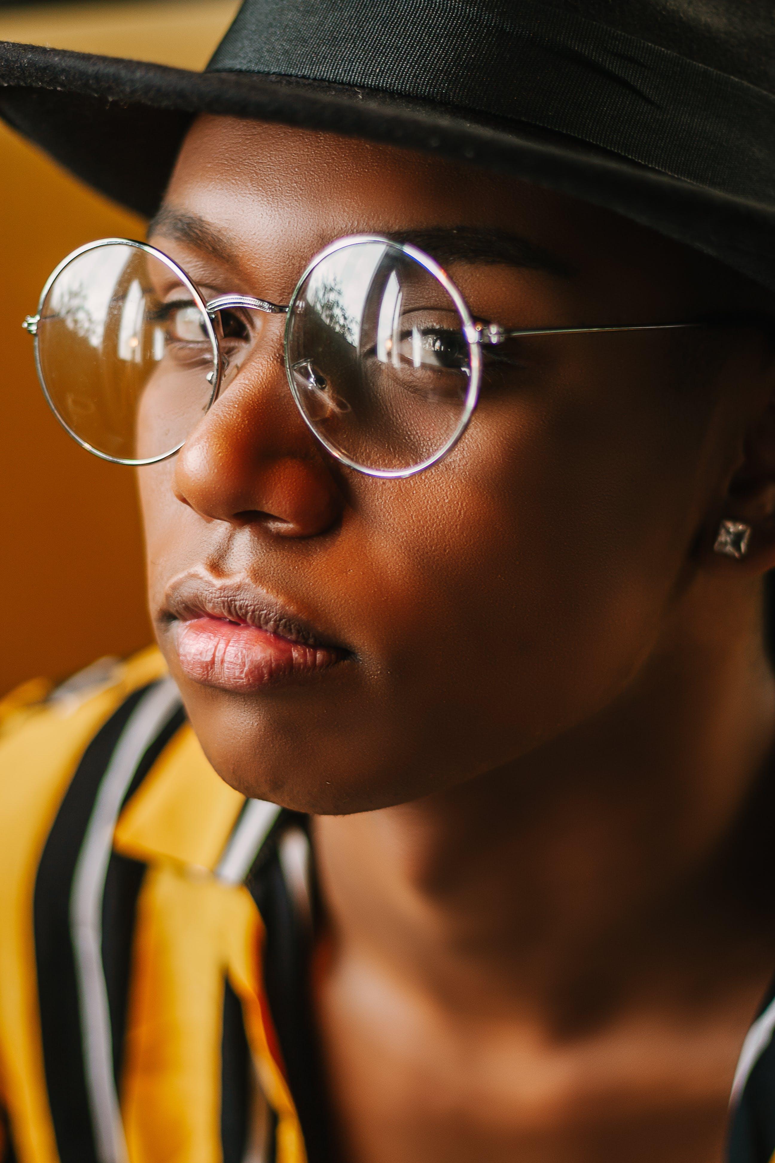 Fedora, 墨鏡, 女人, 帽子 的 免费素材照片