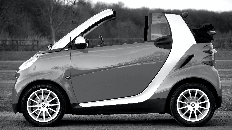 Kostenloses Stock Foto zu schwarz und weiß, auto, fahrzeug, technologie