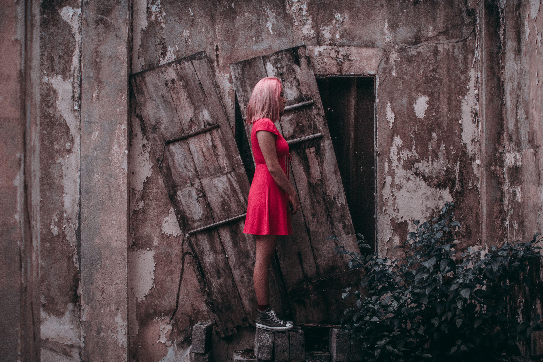 Foto d'estoc gratuïta de abandonat, desgast, dona, estil