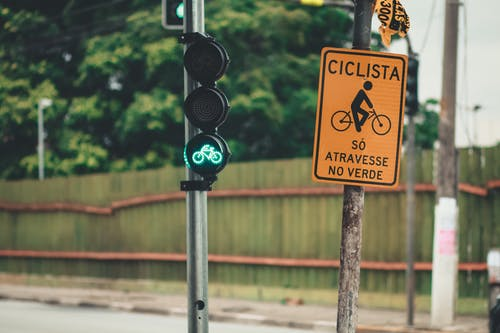 Cyclist Sign Near Traffic Light in Green Light