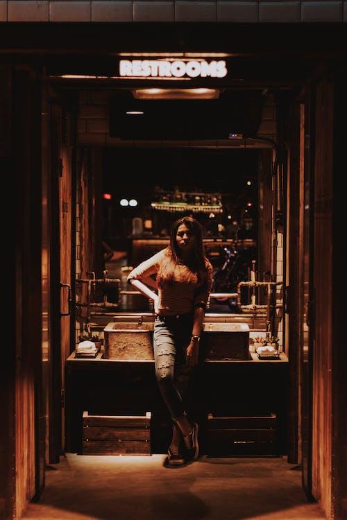Foto d'estoc gratuïta de bany, bar, comerç, desgast