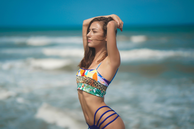Photos gratuites de bikini, bord de mer, bronzer, corps
