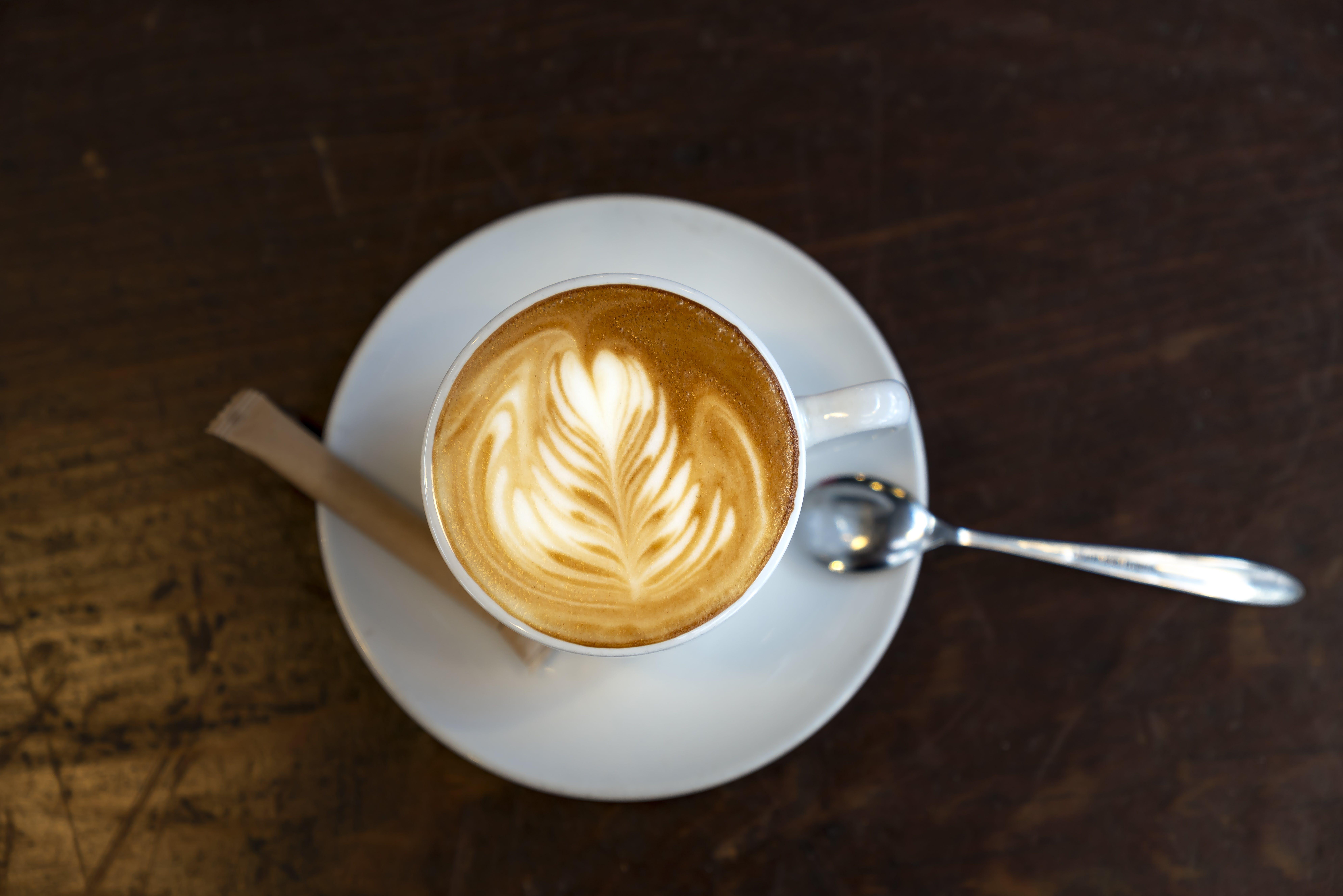 Ingyenes stockfotó cappuccino, csésze kávé, csészealj, forró ital témában