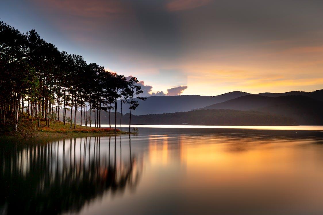 Danau Dibawah merupakan salah satu danau terdalam di Indonesia