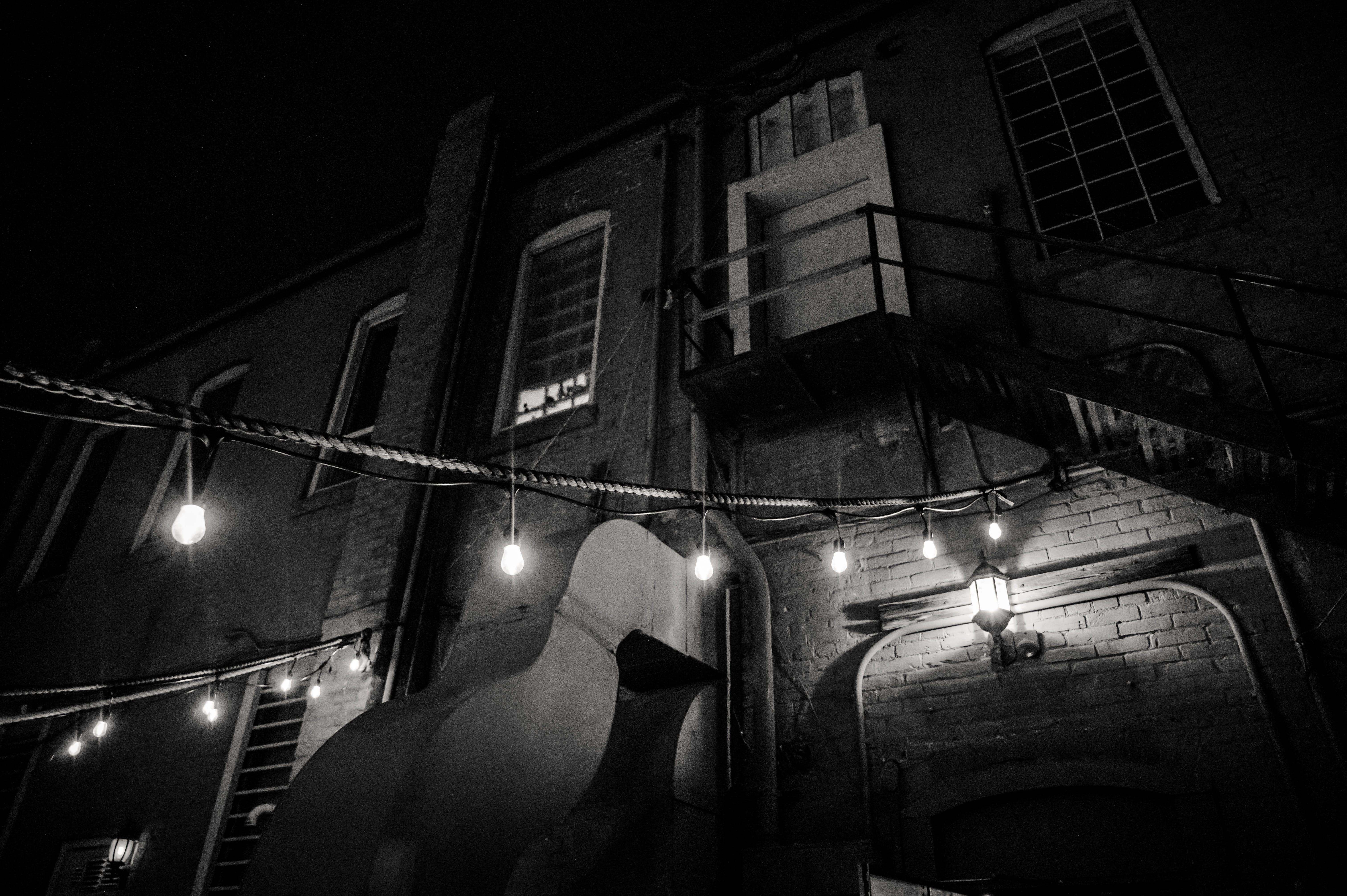 건축, 그레이스케일, 그림자, 도시의의 무료 스톡 사진