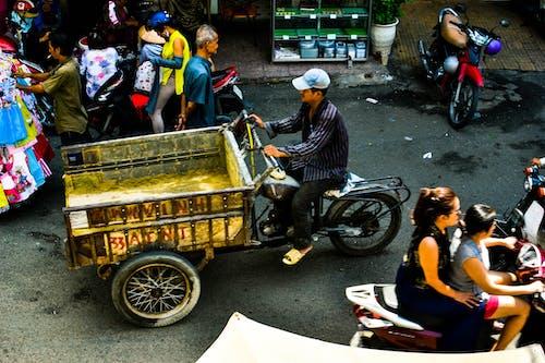 Foto d'estoc gratuïta de carrer, roda gran, vehicle