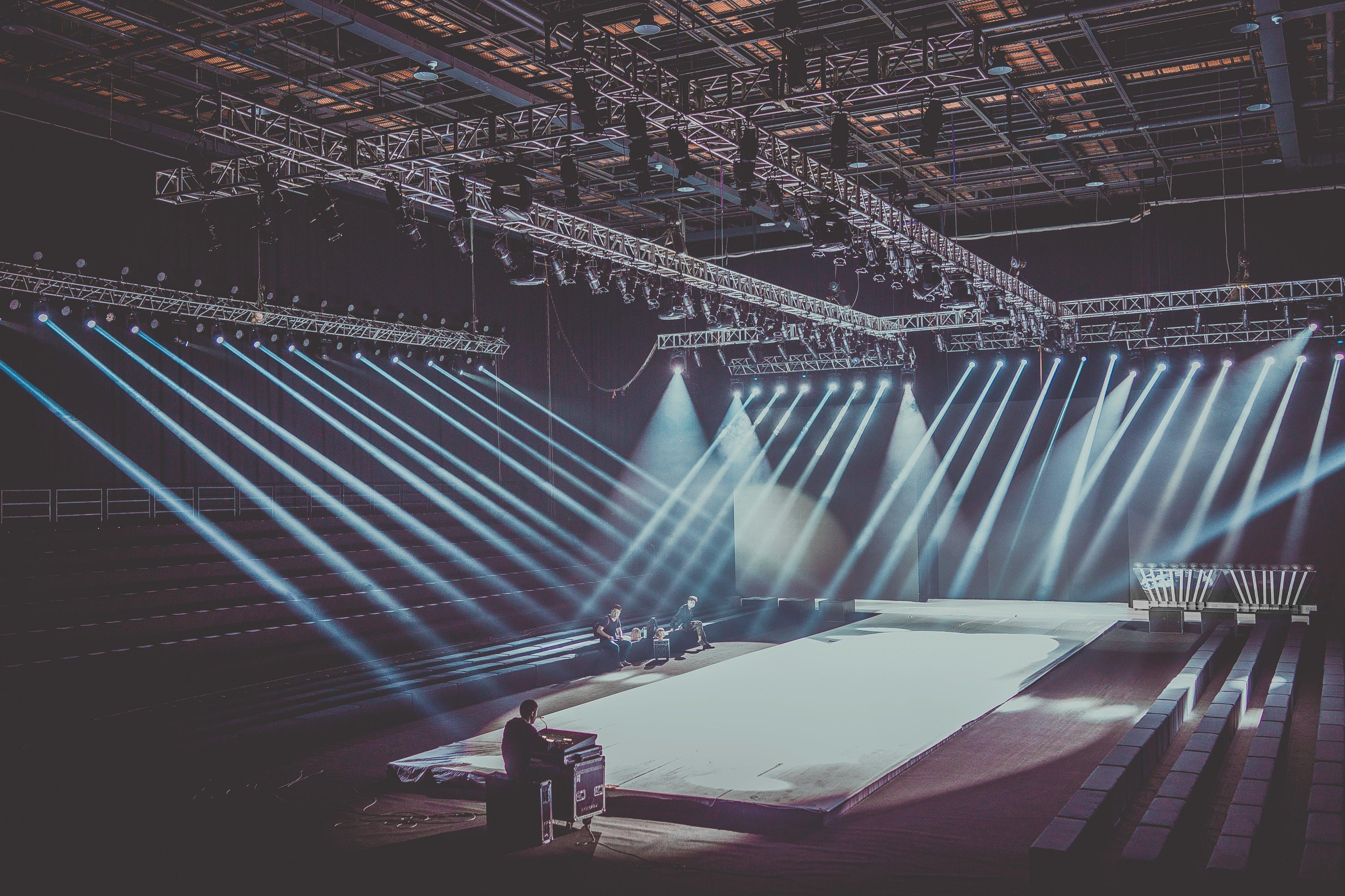 Immagine gratuita di architettura, edificio, luci, palcoscenico