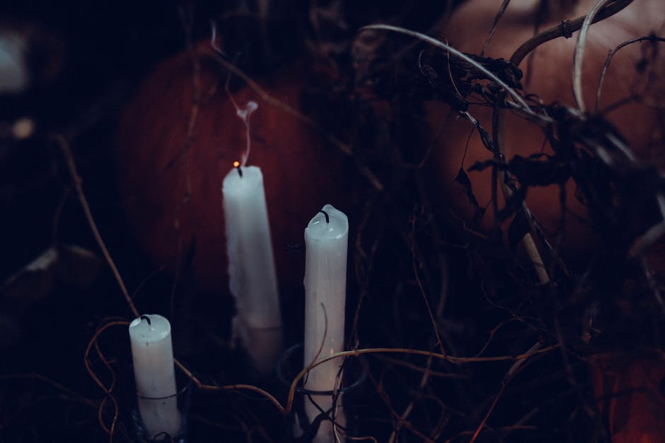 3 White Candles Without Light