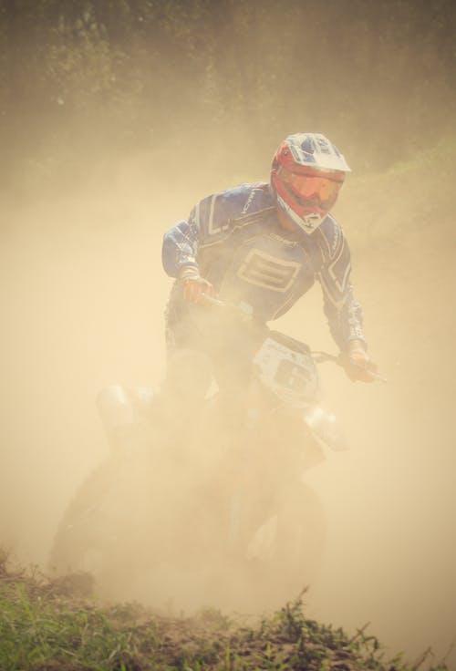Fotobanka sbezplatnými fotkami na tému kríž, motocykel, motocyklista, motokros