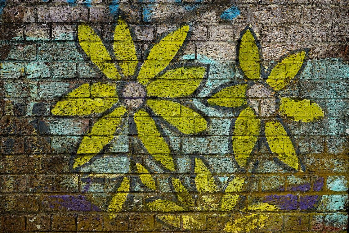 γκράφιτι, είδος τούβλου, κίτρινη