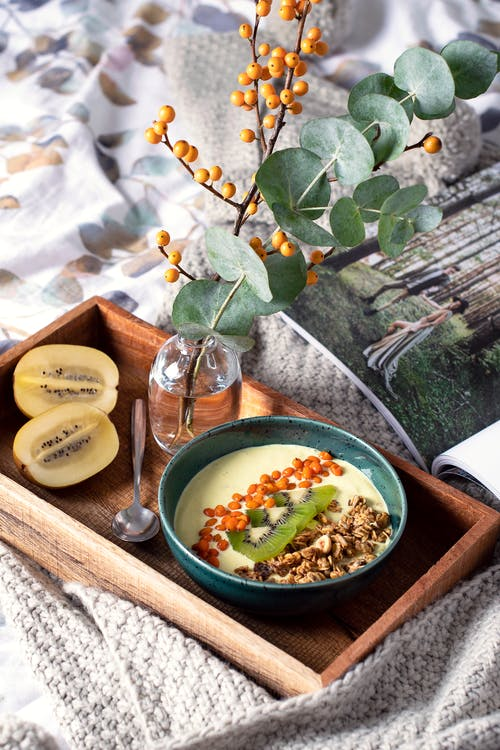 Foto profissional grátis de alimento, bandeja de madeira, café da manhã, comida