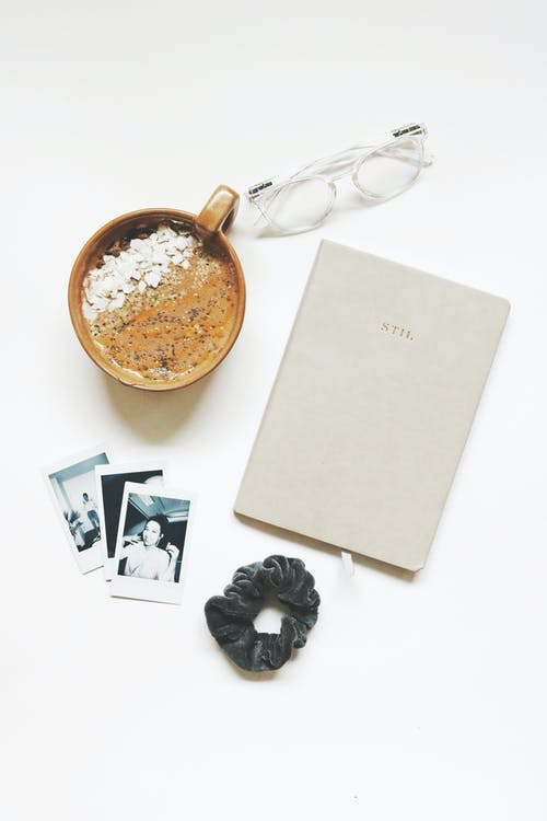Бесплатное стоковое фото с flat lay, polaroid, Ароматический, белый фон