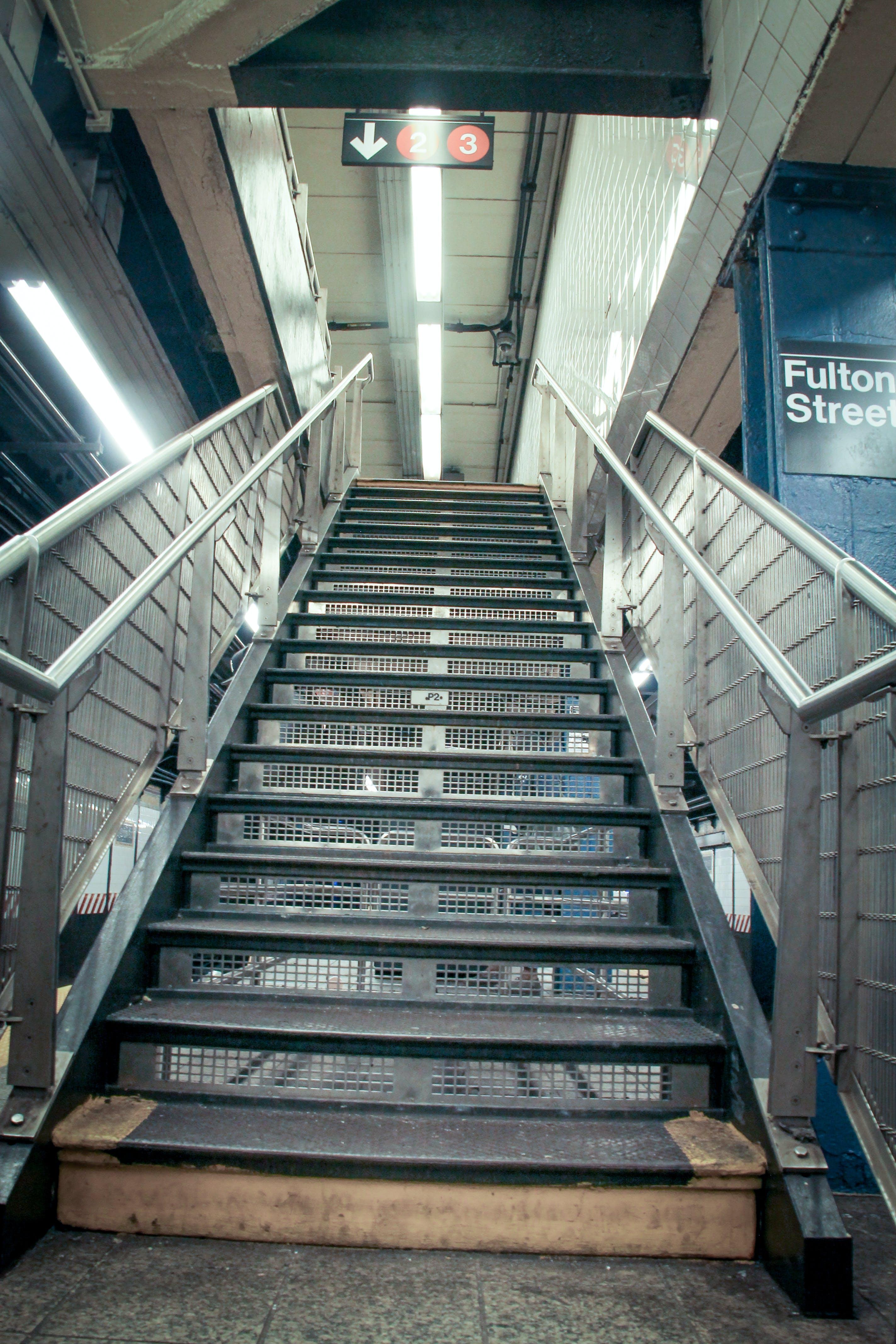 Fotos de stock gratuitas de escaleras, pasos, plata, subterraneo