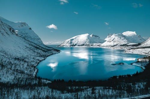 Darmowe zdjęcie z galerii z fotografia przyrodnicza, góry, jezioro, krajobraz