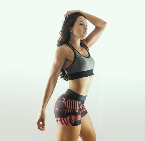 Ilmainen kuvapankkikuva tunnisteilla asento, asu, fitness, fitness-malli