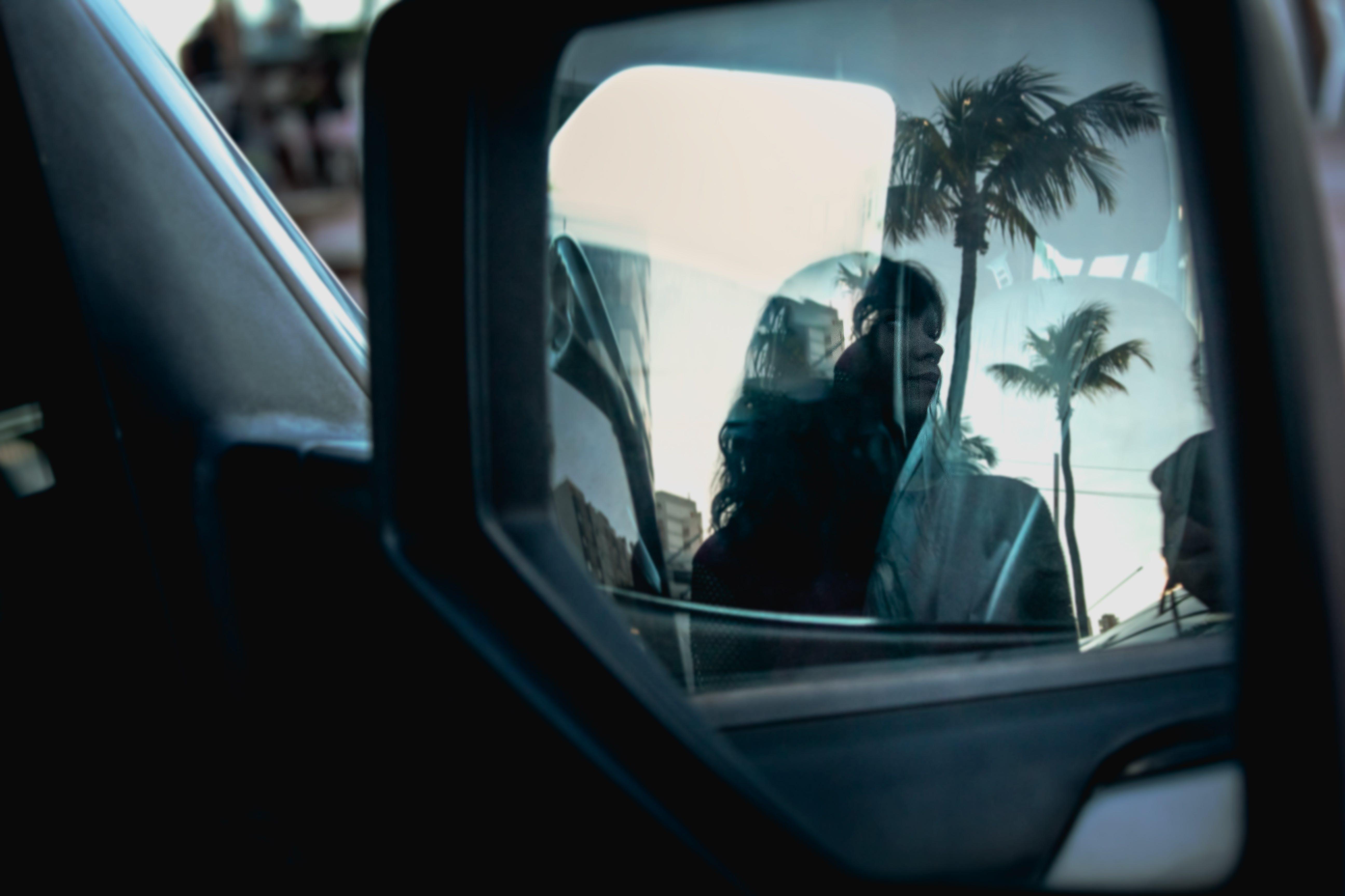 Ingyenes stockfotó ablak, autó, nő, oldalsó visszapillantó tükör témában