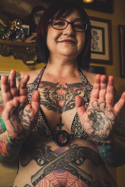 Бесплатное стоковое фото с азиатка, в помещении, волос, выражение лица