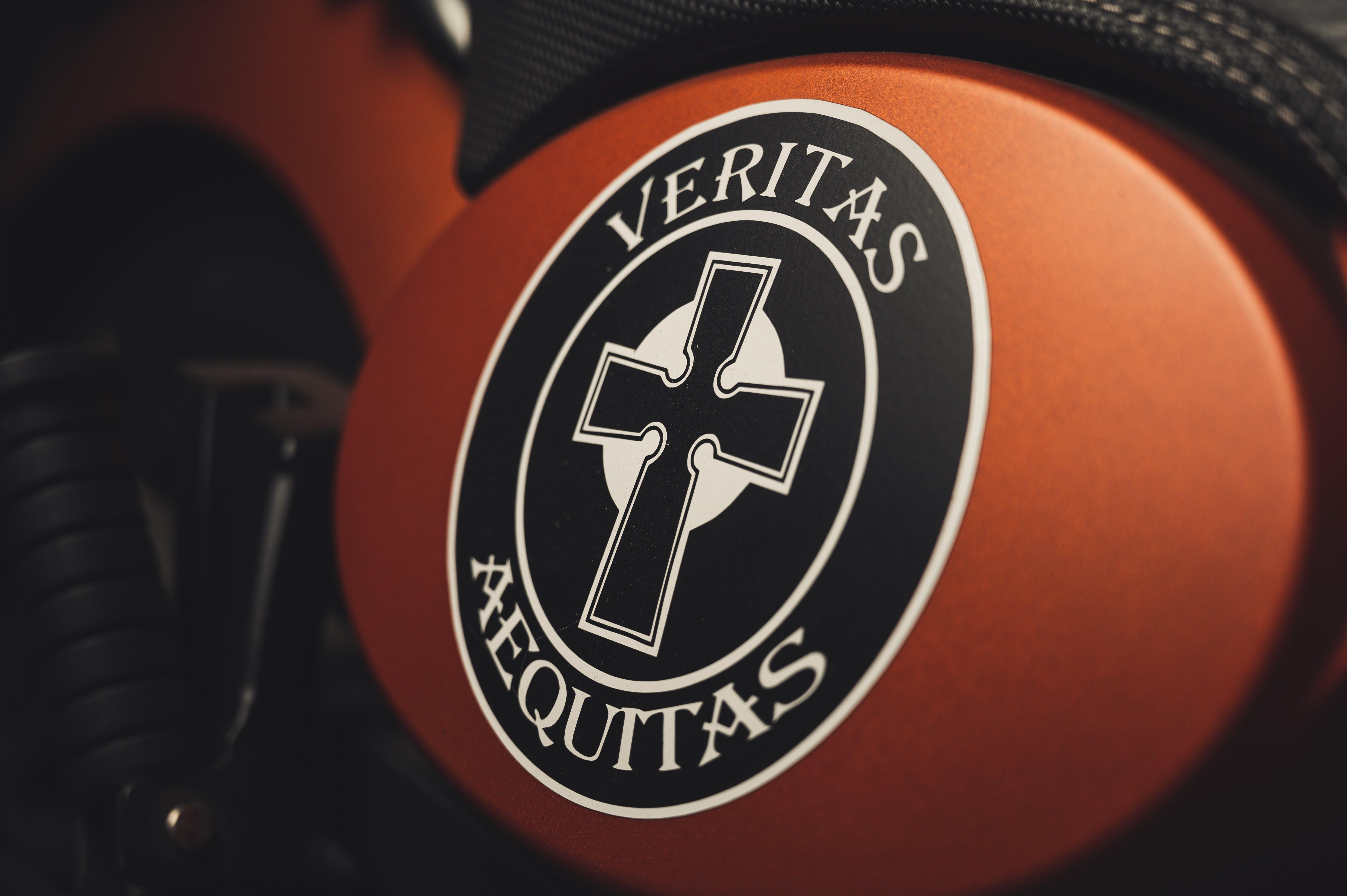Veritas Aequitas Logo
