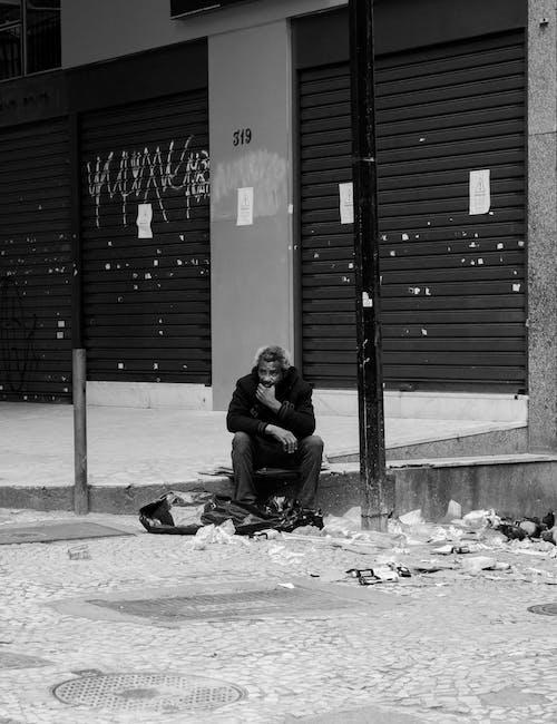 Ingyenes stockfotó egyedül, fekete-fehér, Férfi, hajléktalan témában