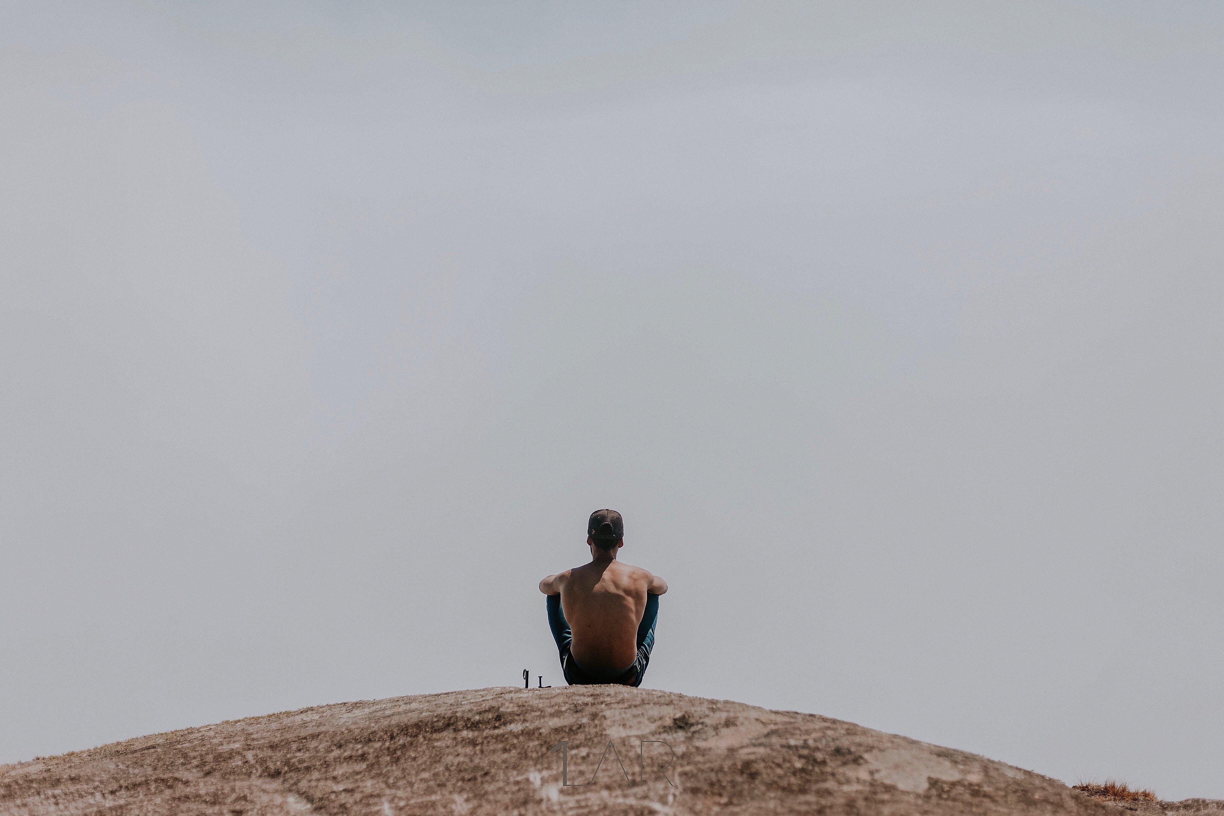 Gratis lagerfoto af afslapning, bakke, bar overkrop, bjerg