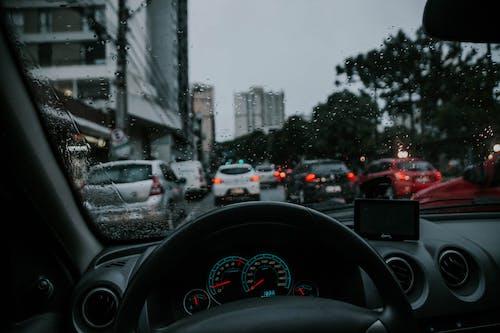 Foto stok gratis dasbor, jalan, kaca depan, kendaraan